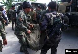 Cảnh sát Philippines thực hiện cuộc bố ráp để bắt hai nghi can khủng bố quốc tế tại thị trấn Mamasapano. Vụ đột kích này đã làm 65 người thiệt mạng.