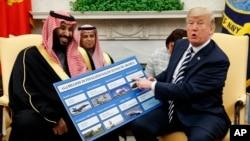د امریکې صدر ډانلډ ټرمپ د سعودي ولي عهد محمد بن سلمان سره په کتنه کې هغه تصویر ښايي چې پکې سعودي عرب ته د وسلې د خرڅون مالیت ښکاره کوي