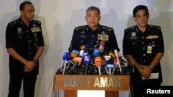 El inspector general de la policía de Malasia, Khalid Abu Bakar, habla durante una conferencia de prensa en relación al asesinato de Kim Jong Nam.