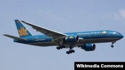 Một chiếc máy bay Boeing 777-2Q8/ER của hãng hàng không Vietnam Airlines.