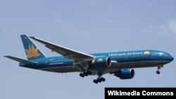 A Vietnam Airlines Boeing 777-2Q8/ER on short finals to Singapore Changi Airport