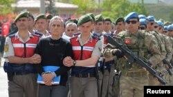 عکس آرشیوی از دستگیری فرمانده نیروی هوایی ترکیه به اتهام دست داشتن در کودتای نافرجام تابستان ۱۳۹۵