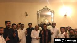 چیئرمین پیپلز پارٹی بلاول بھٹو زرداری اور وزیر اعلیٰ سندھ مراد علی شاہ نے کامیاب ہونے والے سردار محمد بخش مہر کو مبارک دی۔