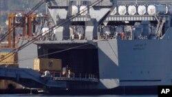 Kapal MV Cape Ray milik AS di pelabuhan Gioia Tauro, Italia selatan, Juli 2014.