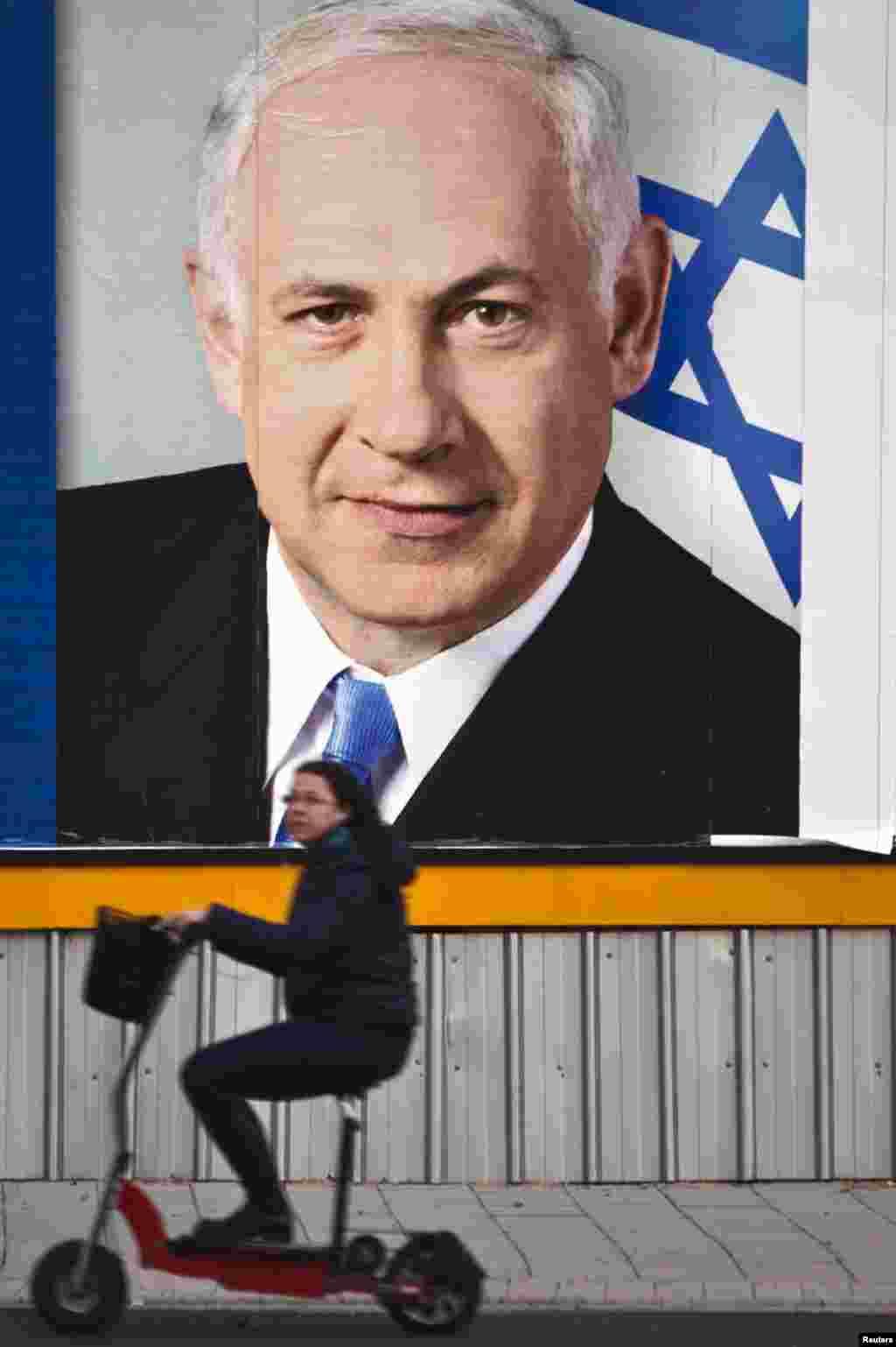 """Плакат із зображенням лідера правоцентристської партії """"Лікуд"""" Беньяміна Нетаньяху."""