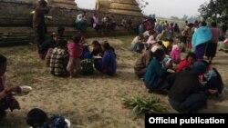 ရခိုင္ျပည္နယ္အတြင္း ျဖစ္ပြားခဲ့ေသာ တိုုက္ပြဲမ်ားေၾကာင့္ တိမ္းေရွာင္ထြက္ေျပးလာခဲ့ၾကေသာ စစ္ေရွာင္မ်ား။ (မွတ္တမ္း ဓာတ္ပံု-Rakhine Ethnics Congress)