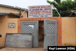 Entrée principale du complexe scolaire « le Savoir », Lomé, 28 octobre 2020. (VOA/Kayi Lawson)