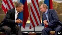 Tổng thống Hoa Kỳ Barack Obama và Tổng thống Nga Vladimir Putin trong một cuộc gặp bên lề hội nghị G8 diễn ra hồi tháng 6 tại Bắc Ireland.