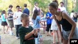 孩子们在加州的探索夏令营中