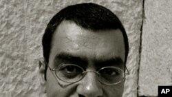 Američki pjesnik arapskog podrijetla Hayan Charara