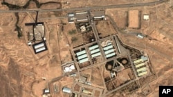 Ảnh vệ tinh của DigitalGlobe và Viện Khoa học và An ninh Quốc tế cho thấy khu phức hợp quân sự Parchin gần Tehran.