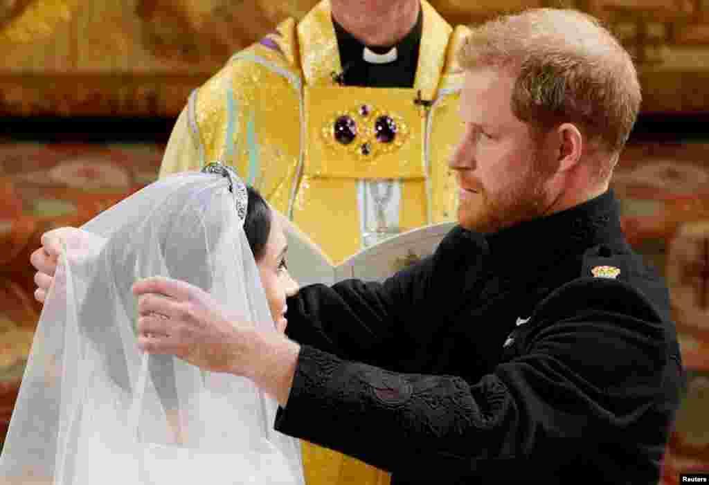 Архиепископ Кентерберийский Джастин Уэлби объявляет принца Гарри и Меган Маркл мужем и женой