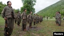 Kurd jangchilari Iroq shimolidagi bazalarida