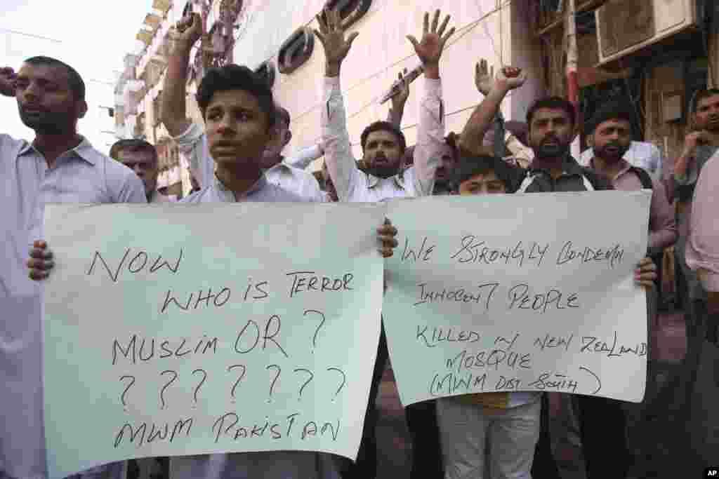 Участники акции протеста в Пакистане осуждают стрельбу в мечетях Новой Зеландии. Карачи, Пакистан, 15 марта 2019