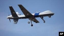 Foto pesawat pengintai tak berawak AS sedang berpatroli di atas perbatasan Amerika-Kanada (foto:dok). Indonesia akan memproduksi besar-besaran pesawat pengintai tak berawak yang dinamai Wulung.