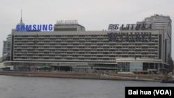 南韓企業在俄羅斯影響巨大。聖彼得堡市地標之一的聖彼得堡大酒店上三星標誌。