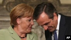 9일 아테네에서 안토니스 사마라스 그리스 총리(오른쪽)와 회담하는 앙겔라 메르켈 독일 총리.