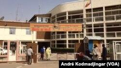 L'entrée principale de la mairie de N'Djamena, au Tchad, le 20 mars 2020. (VOA/André Kodmadjingar)