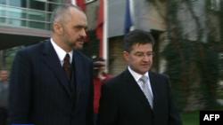 I dërguari i BE-së Lajçek bën thirrje për dialog për mosmarrëveshjet politike