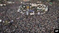প্রতিবাদকারীরা তাহরির চত্বরে সমাবেশ করে, পরিবর্তনের দাবি জানায়