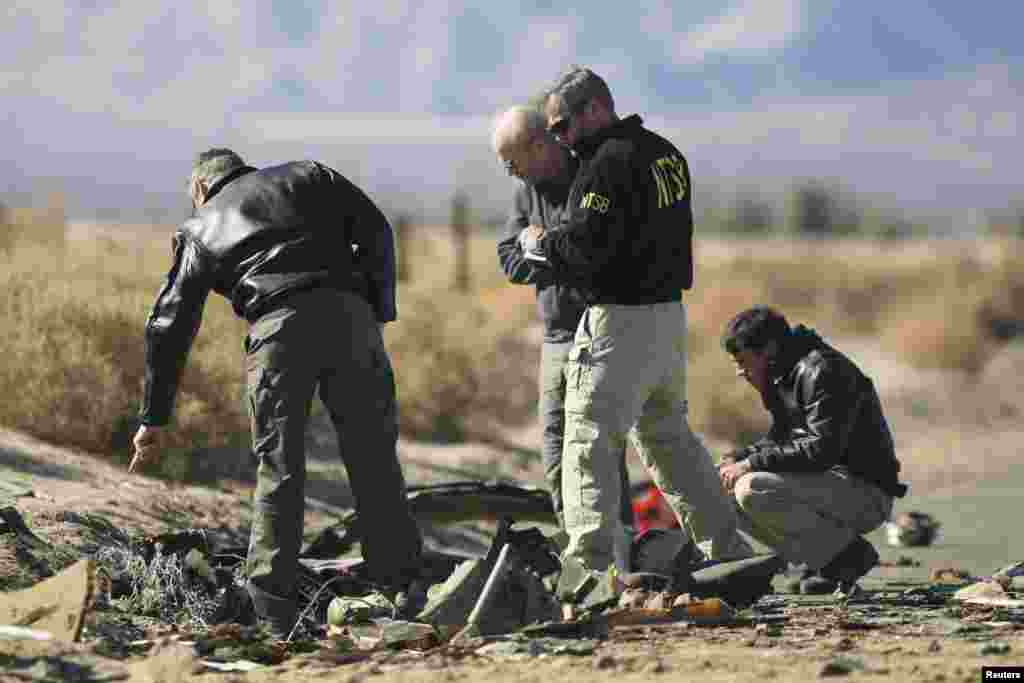 Investigators from the National Transportation Safety Board look at wreckage from the crash of Virgin Galactic's SpaceShipTwo near Cantil, California, Nov. 2, 2014.