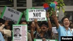 Người biểu tình tụ tập bên ngoài Ðại sứ quán Hoa Kỳ ở Bangkok