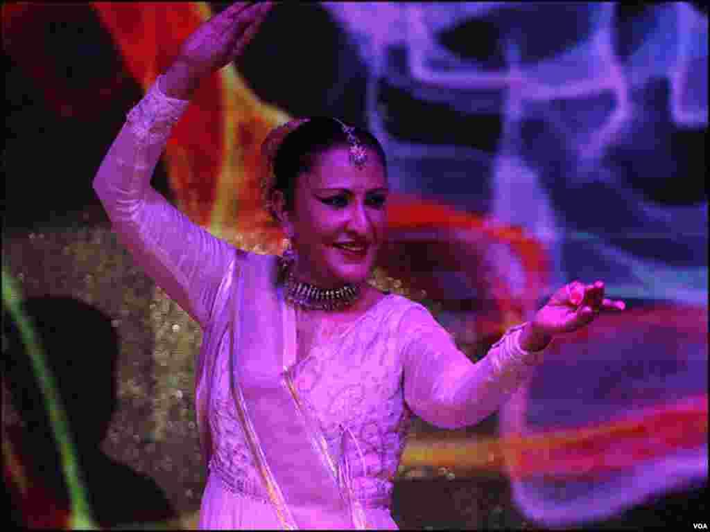 نگہت چوہدری کے کلاسیکل رقص کا ایک انداز
