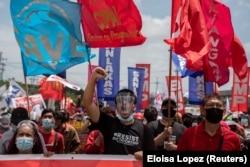 Para pengunjuk rasa berbaris di sepanjang Commonwealth Avenue menjelang Pidato Kenegaraan tahunan terakhir Presiden Filipina Rodrigo Duterte, di Quezon City, Filipina, 26 Juli 2021. (Foto: REUTERS/Eloisa Lopez)