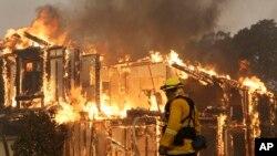 La cifra de personas fallecidas fue aportada este miércoles 11 de octubre por el jefe de bomberos Ken Pimlott.