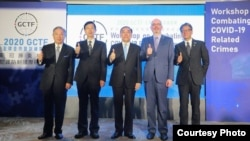台灣法務部長蔡請祥(左三)、外交部政務次長田中光(左一)、法務部調查局長呂文忠(左二)、美國在台協會台北辦事處副處長谷立言(右二)和日本台灣交流協會副代表橫地晃(右一)10月28日在台北合影。(圖片來源:台灣外交部網站)