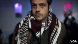 """El francés Rémi Ochlik, de 28 años, fotógrafo de la agencia IP3 Press, murió en un apartamento transformado en """"centro de prensa"""", según indicaron activistas sirios."""