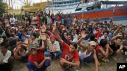Warga Myanmar yang menjadi korban perbudakan di Pulau Benjina, kepulauan Aru (foto: dok).