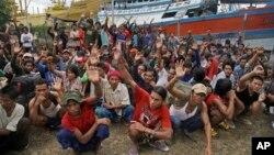 Para nelayan yang berhasil diselamatkan dari perbudakan di Benjina, kepulauan Aru, Indonesia, 4 April 2015 (foto: dok).