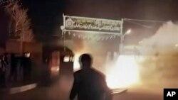 درگیری معترضان با پلیس در شهری در اصفهان