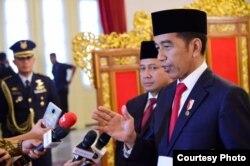 Presiden Joko Widodo mengatakan negara tidak lagi mempunyai tanggung jawab terhadap 689 WNI eks IsIs , di Istana Presiden, Jakarta, Rabu (12/2) (biro Setpres)