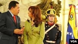 Chávez fue recibido por Fernández en la Casa Rosada. Tras la audiencia, brindaron una conferencia de prensa.