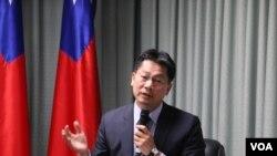 台湾外交部发言人李宪章2018年4月26日回答记者提问(美国之音记者杨明拍摄)