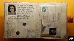Une réplique du Journal d'Anne Frank affichée au Musée des enfants d'Indianapolis. (AP Photo/Michael Conroy/18 Mars, 2013)