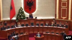 Shqipëri: Qeveria dhe opozita fajësojnë njëra-tjetrën për mungesë transparence