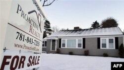 Doanh số và giá bán nhà giảm mạnh