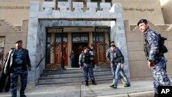 Іракські сили безпеки охороняють халдейську церкву Св. Йосифа у Багдадіi
