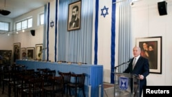 Israel's Prime Minister Benjamin Netanyahu delivers a statement in the Independence Hall of Israel, in Tel Aviv, May 1, 2014.