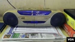 A photo of a favorite radio submitted to the VOA Khmer Service contest by a loyal listener.