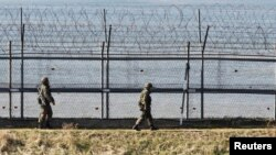 South Korean soldiers patrol along the military fences near the demilitarized zone (DMZ) separating North Korea from South Korea in Paju, north of Seoul Apr. 7, 2013.