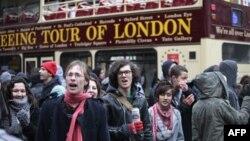 Policia shpërndan protestën e studentëve britanikë në qendër të Londrës