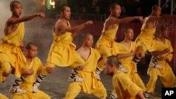 소림사 승려들이 홍콩에서 열린 신년 행사에서 무술시범을 보이고 있다. (자료사진)