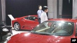 ນີ້ຄືການເລີ້ມຕົ້ນໄປມີໜ້າເທື່ອທຳອິດຂອງລົດ Ferrari ລຸ້ນ F430 ໃນກຸງປັກກິ່ງປະເທດຈີນ.