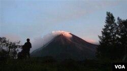 Pejabat AS mengatakan, belum ada rencana membatalkan kunjungan Presiden Obama ke Jakarta, terkait aktivitas gunung Merapi.