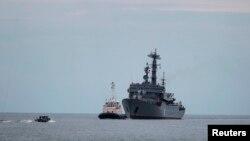 """Російський корабель """"Смольний"""" прибуває до Сен-Назер."""
