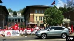 Türkiyənin Vaşinqtondakı səfirliyi qarşısında etiraz aksiyası / 24 aprel 2011